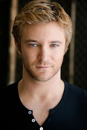 Michael Welch 01
