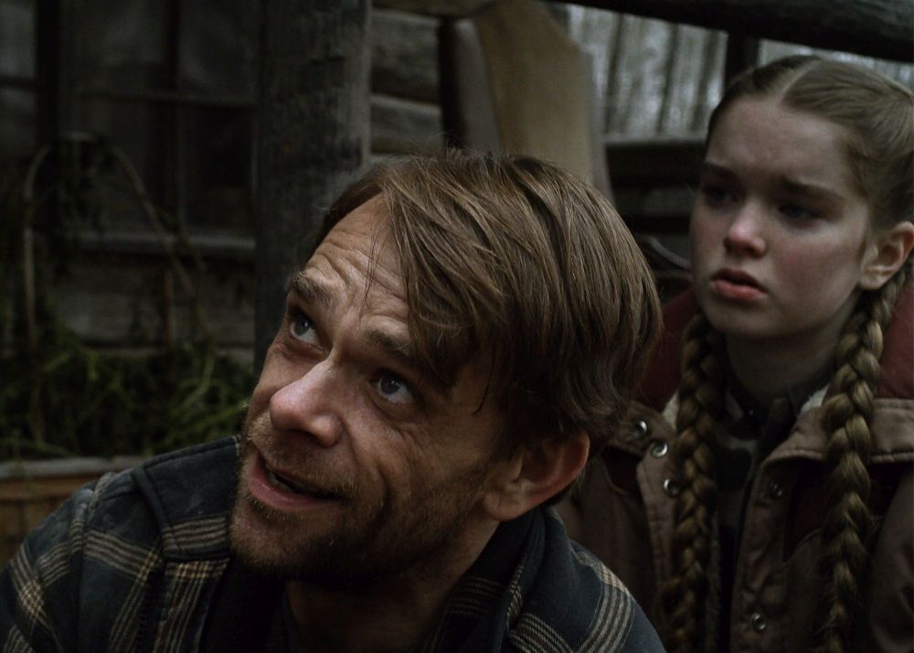 Nick Stahl as Lou and Summer H. Howell as Renee in the thriller / horror / suspense film