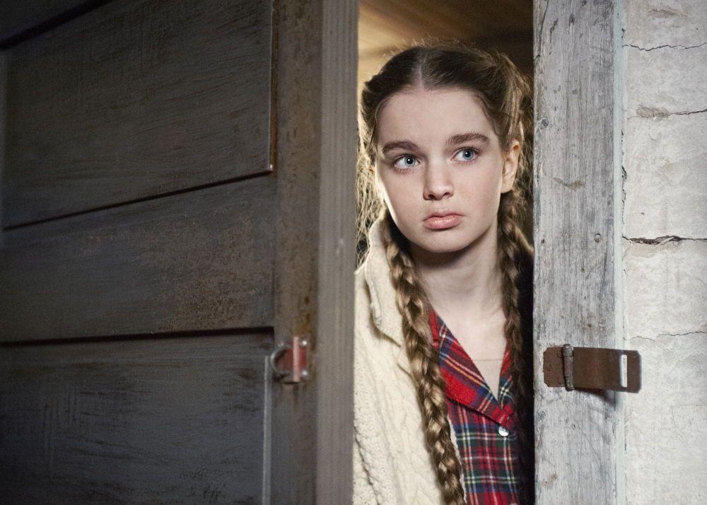 Summer H. Howell as Renee in the thriller / horror / suspense film HUNTER HUNTER, an