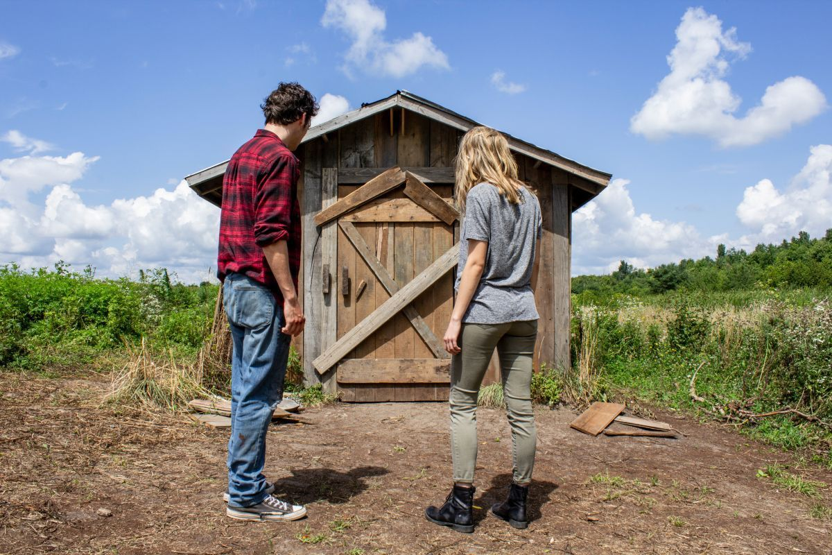 (L-R) Jay Jay Warren as Stan and Sofia Happonen as Roxy in the horror, thriller THE SHED, an RLJE Films release. Photo courtesy of RLJE Films.